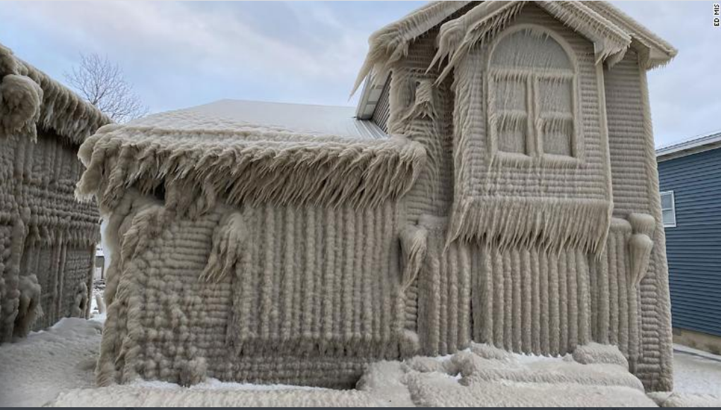 """Homes Create Real Life """"Frozen"""" Scene After New York Storm"""