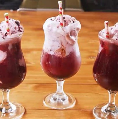 "Vegan ""Wine Floats"" Are A Thing And They're Perfect For Quarantine"